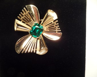 1960's Trifari Brooch with Green Rhinestone