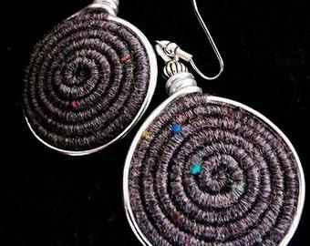 Vortex Yarn earrings - Stone grey