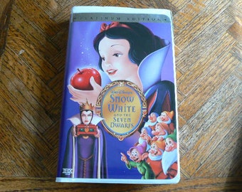 Snow White and the Seven Dwarfs VHS Movie in great condition (Clamshell)