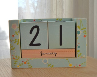 Perpetual Wooden Block Calendar - Pale Blue with Fun Flowers