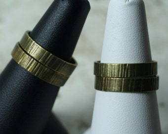 Hand hammered textured antique brass band ring, one piece (item ID ABV)