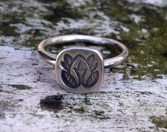 Single totem stacking ring.   Sterling silver handmade ring. Made to ordern in your size.