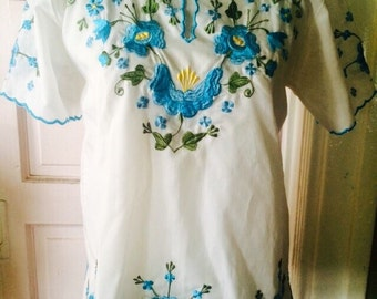 Amazing 1980's vibrant floral spanish blouse. Size Small