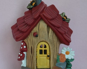Fairy House - Ceramic Fairy House - Bumble Bee Abode - Fairy Garden Accessories - Fairy House with bumble bees - Gift for Girls - Daisies