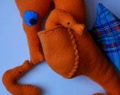 Tangerine Papa Seahorse with 2 babies