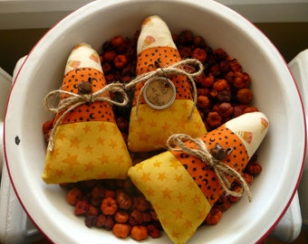 Primitive Candy corn tuck bowl fillers