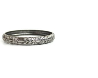 vintage woodgrain bangle bracelet | silvertone metal bangle