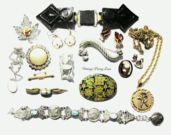 Destash Lot Vintage Costume Jewelry / Jewellery