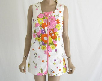 Vintage 60's Dead Stock MOD Mini Dress. Size Medium