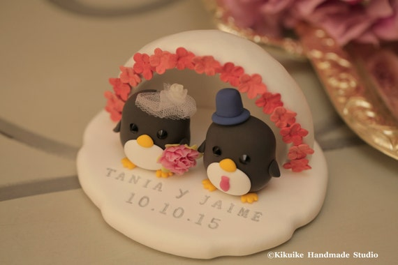 Penguins with Icehouse Wedding Cake Topper (K415)