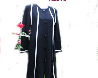 Luxurios vintage 80s black rayon swing dress- coat.   Made  by Roberta Fashion in USA. Size M.
