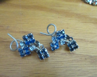 blue square flower clips
