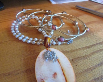 Orange shell pendent necklace plus