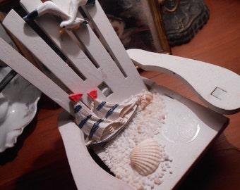 Miniature Beach Chair> beachy-nautical-seashells
