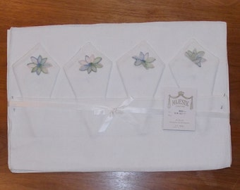Vintage Majestic white rayon 8 pc placemat napkin set pastel flower applique