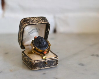 Lady of Mystery cameo ring | vintage 1940s ring | black cameo 40s cocktail ring
