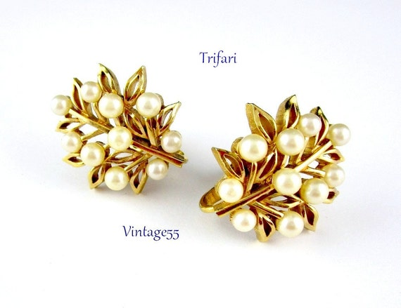 Earrings Crown Trifari Pearl Clip On