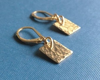 Tiny Hammered Earrings / Small Gold Earrings / Gold Jewelry / Dangle Earrings /Dainty Jewelry /Minimalist Gold Earrings /Gold Square Earring