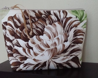 Chrysanthemum Make-Up Pouch / Cell Phone Bag / Cosmetic / Organizer / Spa Bag / Wristlet / Brides Maids Gift