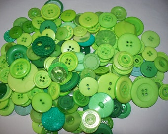 150 Medium to Large Green buttons, Lot GRN-3 (Free US Shipping)