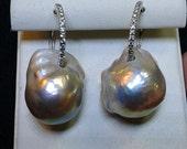 Lunaria - Orecchini di perle naturali barocche-cerchi in oro bianco e zirconi