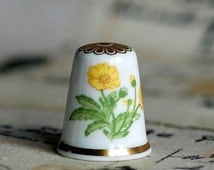 vintage ceramic thimble, from an estate sale, collectibles, souvenir, home decor, photography prop, Coolvintage, 2018