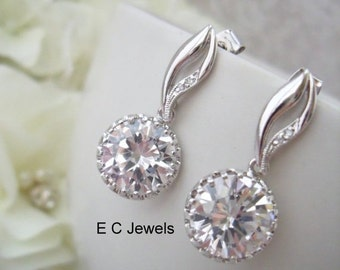 Curvy Earrings with Cubic Zirconia Round Drop