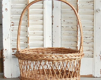 Vintage Basket / Wicker Woven / Wedding Basket /Rustic French Farmhouse