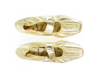 Vintage 60s Gold Foil Shiny Ballet Flats Mary Janes Shoes Size 6 6 1/2 Mod Space Age