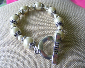 Cultured Pearl and Tibetan Silver End Caps Hammered Toggle Clasp Bracelet
