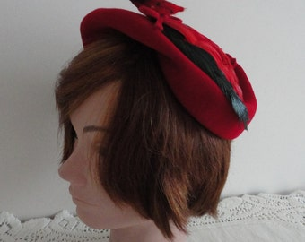 50s Red Felt & Feathers Capulet Women Hat Small 21 1/4 inches