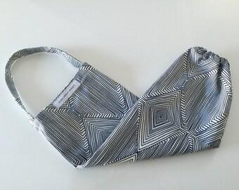 plastic bag holder // grocery bag dispenser // indigo and white // nate berkus  fabric