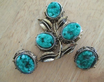 VINTAGE COSTUME JEWELRY  / Brooch and matching clip on earrings