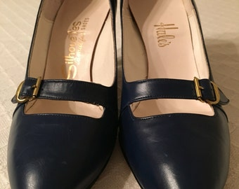 Navy blue vintage Mary Janes heels mod
