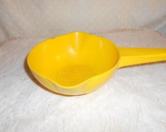 Tupperware Strainer 1 Quart Yellow colander or strainer