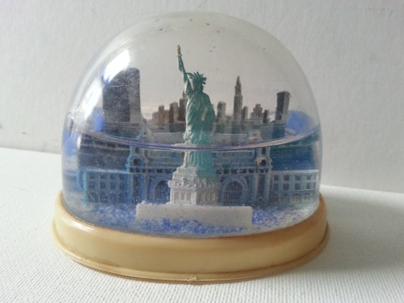Vintage Refillable Statue Of Liberty Snow Dome Nyc Snow Globe