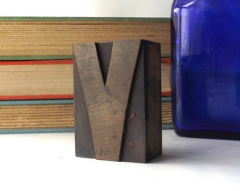 """vintage 20's 2"""" letter V wood letterpress printers block stamp old antique retro decorative home decor aged weathered character small accent"""