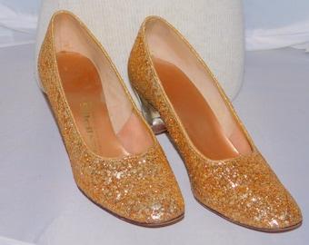 Vintage 1960s Tempos Are Contemporary Designer Shoes Gold Glitter Sparkle Acrylic Heel Shoe Sz 7 Vintage Clear Lucite heels Lady Pumps Shoes