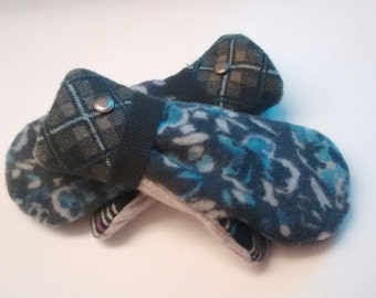 Etsy mittens, blue floral and plaid cuff mittens, lambswool mittens, denim colors, recycled sweaters, women's mittens, fleece lined mittens