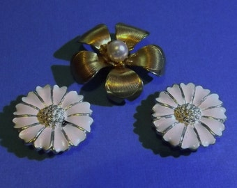 3 Vintage Jewelry Magnets White & Gold Metal