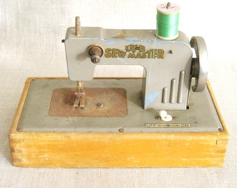 Toy Sewing Machine, Sewing Machine, Toys, Kayee, Sewing Props, Antique Toys, Vintage Toys, Miniature Machine, Metal, Childs Toy, Sewing Toys