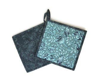 """Quilted potholders """"Turquoise Shells"""" Set of 2, Quiltsy Handmade, Fabric Trivet, Quilted Hotpads"""