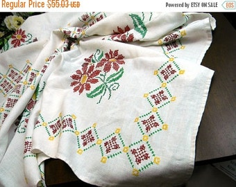 Cross Stitched Embroidered Linen Tablecloth Table Cloth - Vintage Linens - Christmas Poinsettia 9234