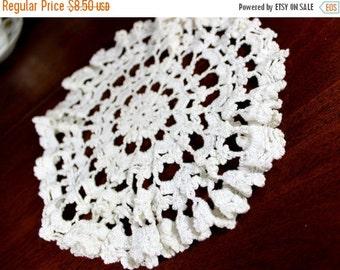 10 Inch Vintage White Crochet Lace Doily, Vintage Linens 12273