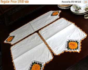 Matching Runner Linens, Duchess Dresser Doilies, Vintage Set of Three 12203