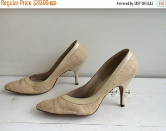 SHOP SALE Vintage 60s Shoes Heels 1960s Pointy Toe 6 1/2 Qualicraft Fabric Neutral