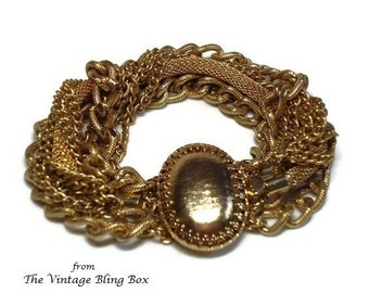 50's Chunky Gold Chain Link Bracelet with Assorted Chains & Decorative Textured Oval Clasp Closure - Vintage 50s Costume Jewelry