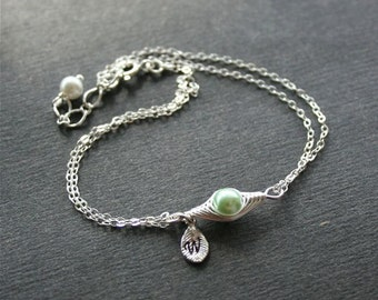 Pea Pod Bracelet, One Pea in Pod Bracelet, Peapod  Jewelry, Initial Pea Pod Bracelet, Mother Daughter Bracelet, Green Pea, Mom Bracelet