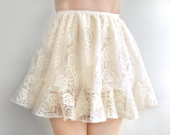 Cream white lace mini skirt with ruffle. Ameynra design. Size S. New