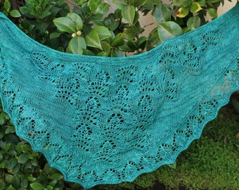 Green O Christmas Tree Pure Merino Lace Crescent Shape Lace Shawlette or Scarf